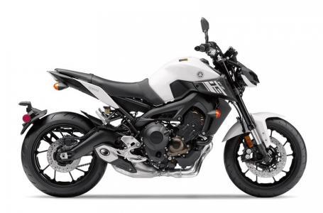 2017 Yamaha FZ-09 1