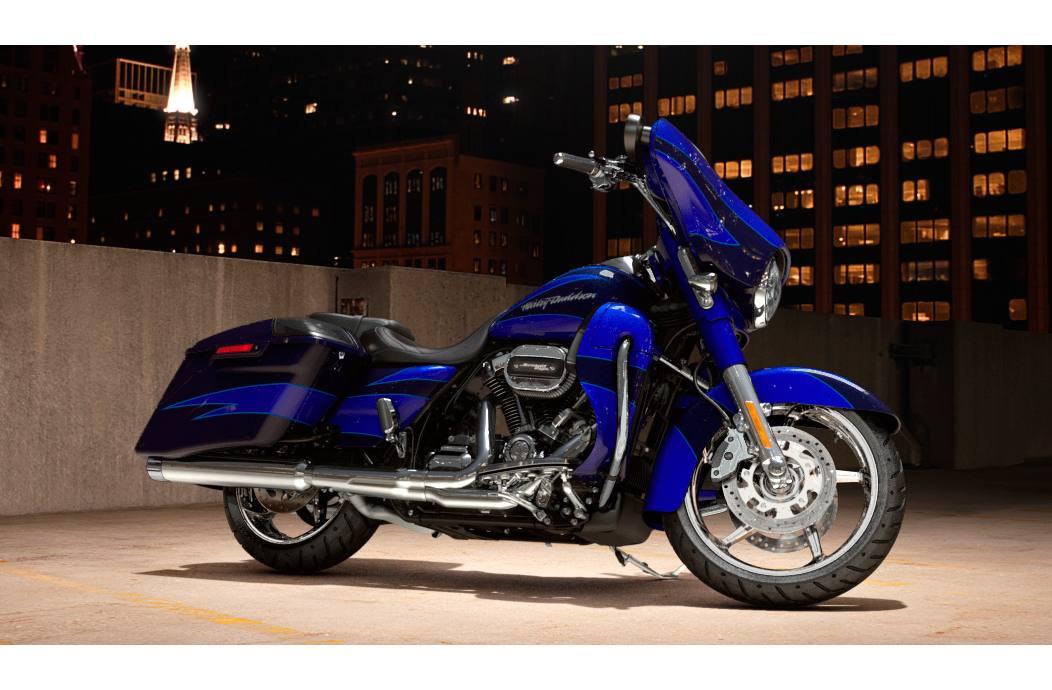 2017 Harley-Davidson® FLHXSE CVO™ Street Glide®