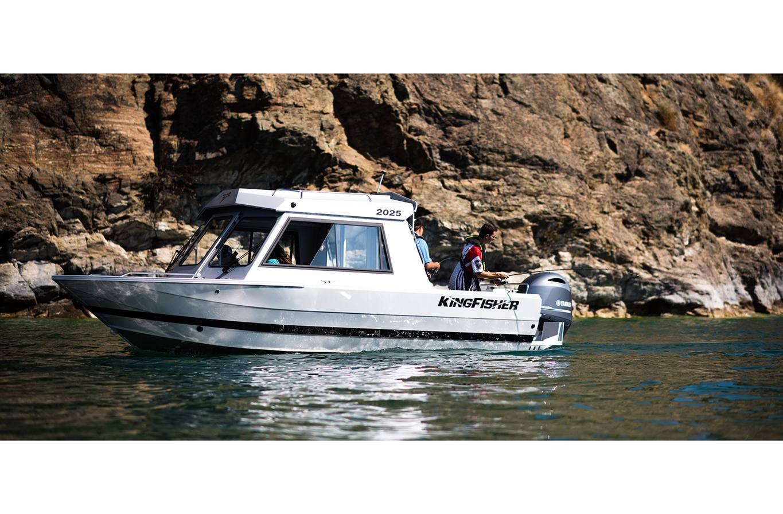 2018 Kingfisher Boats 2025 Escape Hard Top For Sale In Waubaushene Fishing Boat Wiring Harness Stock Image