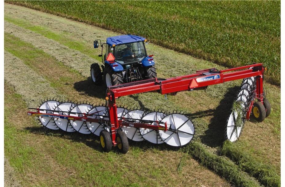 2018 New Holland Agriculture Heavy-Duty Wheel Rakes H5980