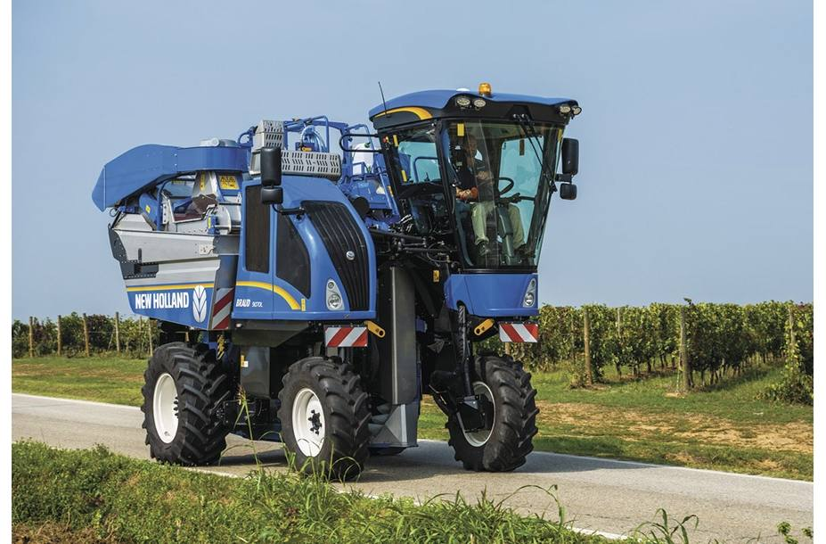 2018 New Holland Agriculture Braud High-Capacity Grape Harvester
