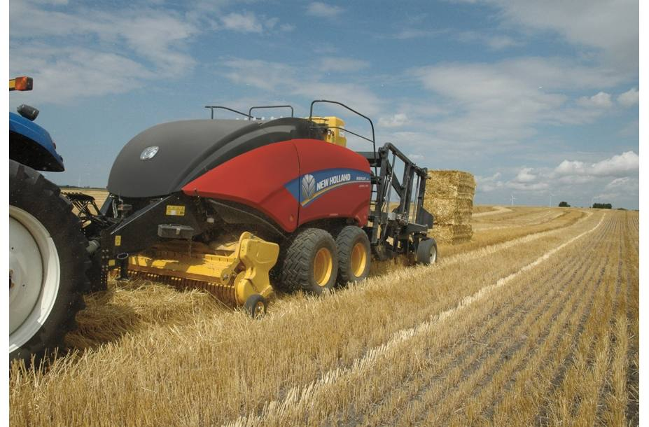 2018 New Holland Agriculture BigBaler Big Baler 230