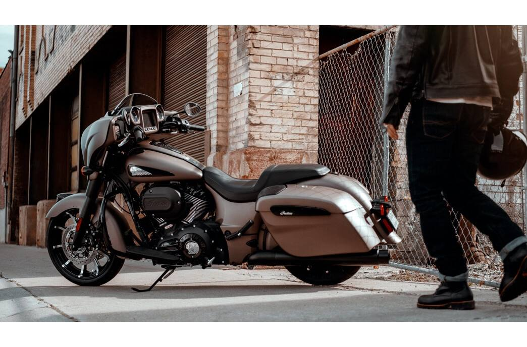 2019 Indian Motorcycle Indian® Chieftain Dark Horse® - WHITE HORSE