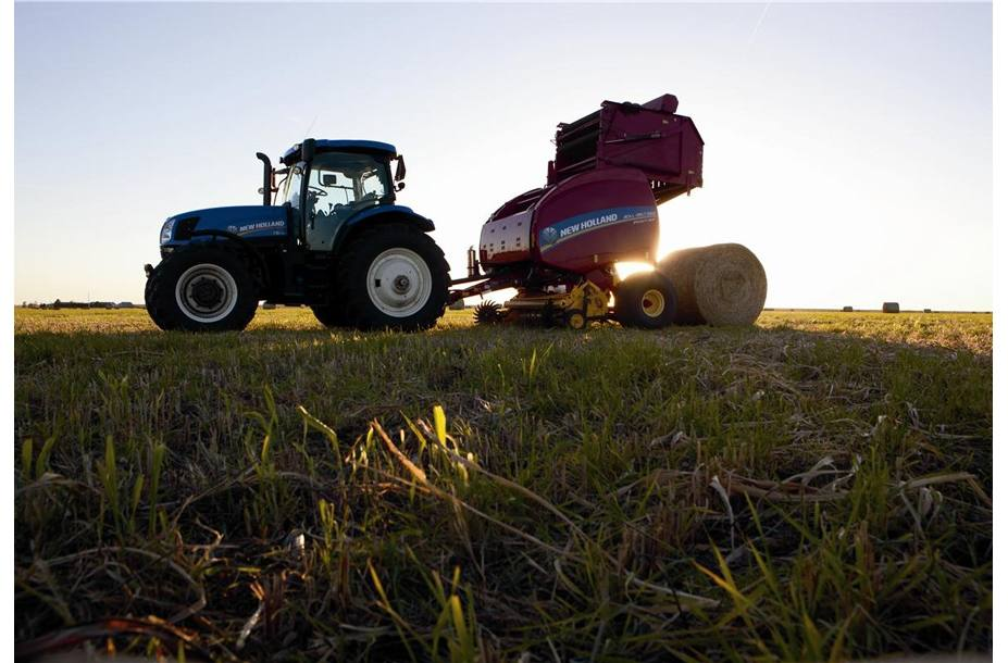 2019 New Holland Agriculture Roll-Belt™ Round Baler Roll