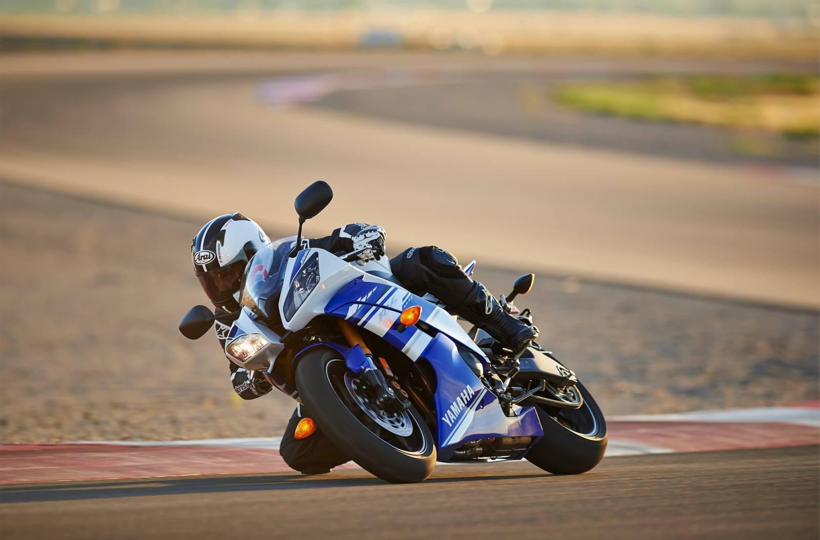 2014 Yamaha YZF-R6 - Team Yamaha Blue/White, Rapid Red/White