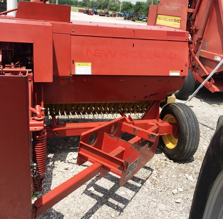 2001 New Holland Agriculture 570 Square Baler