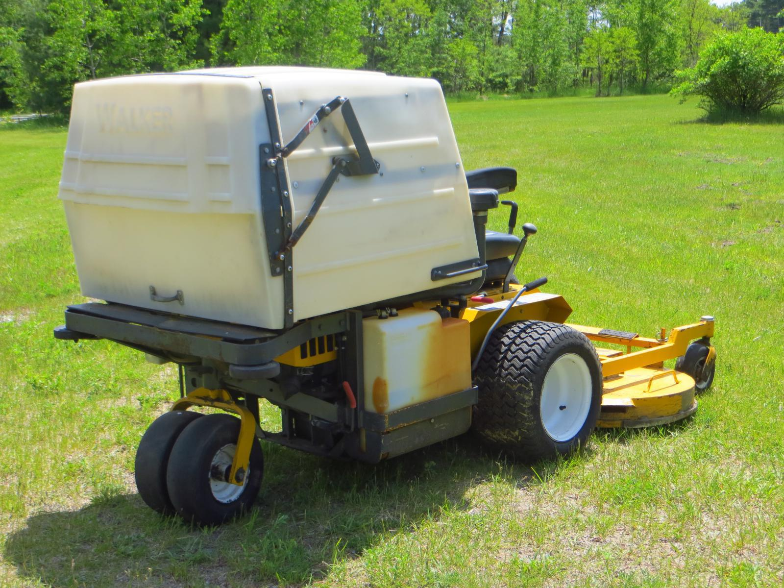 2011 Walker Mowers MDDGHS w/ 48 IN  GHS Grass Handling Deck
