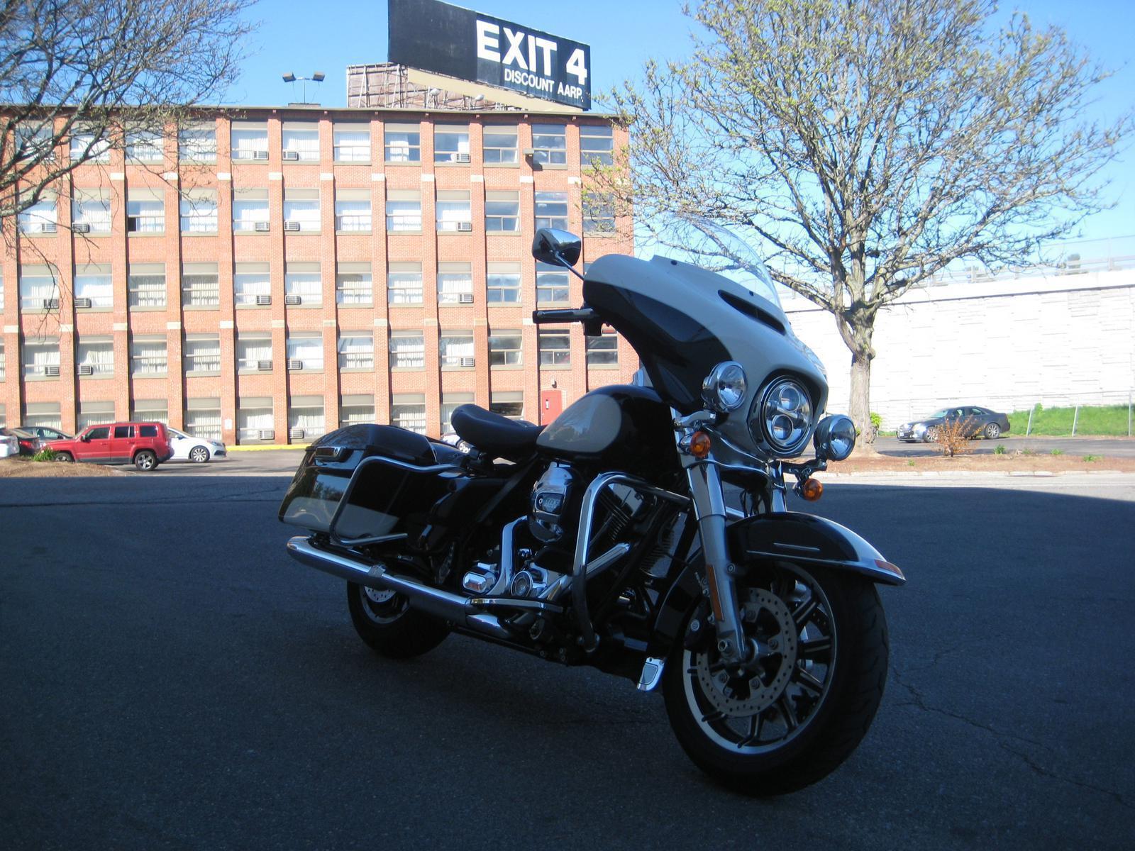 2015 Harley-Davidson® Electra Glide Police FLHTP