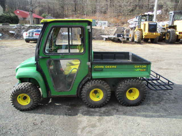 John Deere Gator >> John Deere John Deere Gator 6x4 Enclosed Cab With Hydraulic Dump For