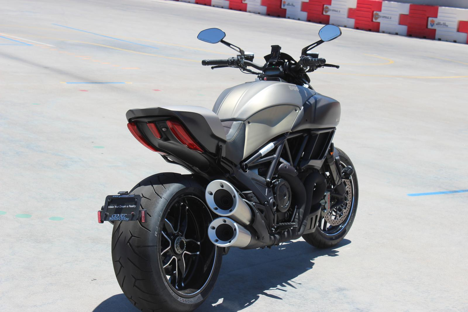 Ducati Diavel Titanium Top