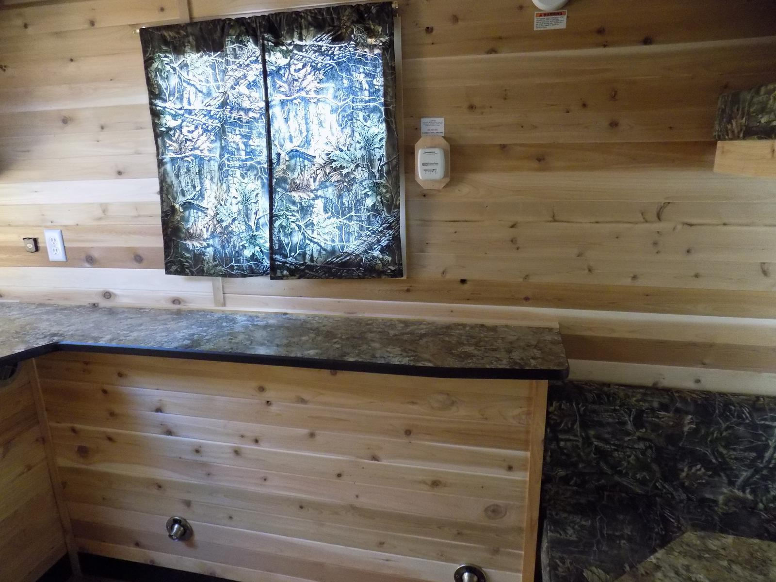 2017 ice castle 8 x 16v dakota premium for sale in bismarck, nd