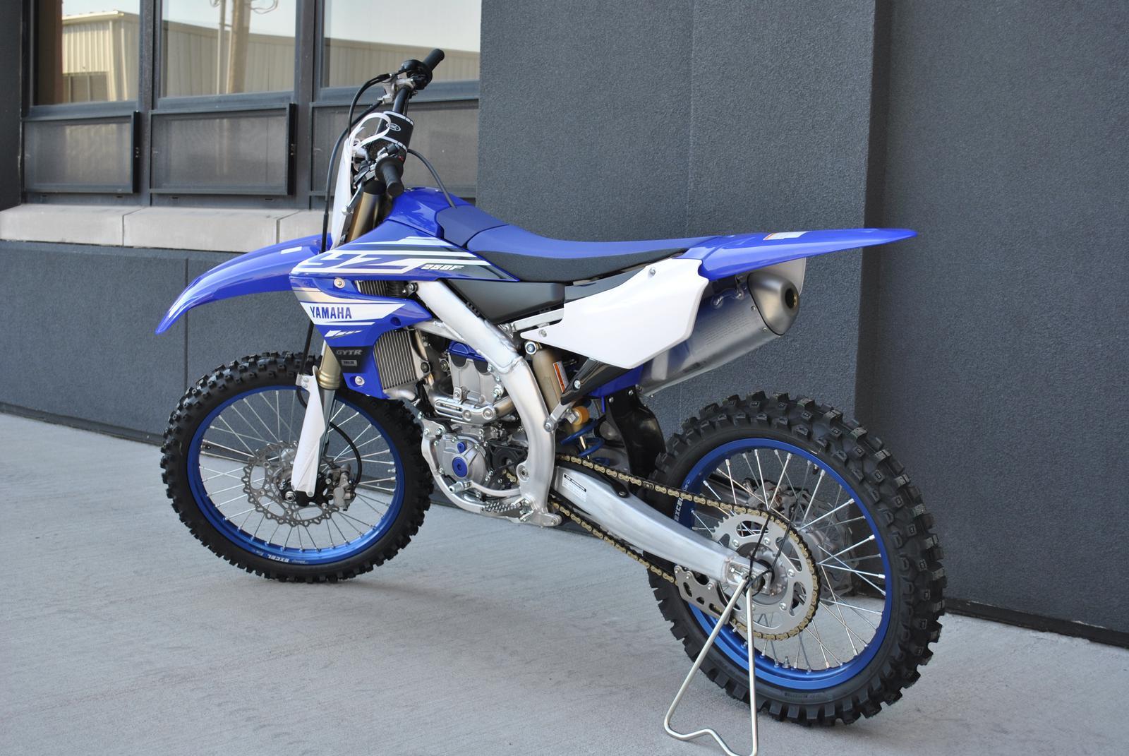 YZ250F-YamahaTeamBlue-0Y5467-02