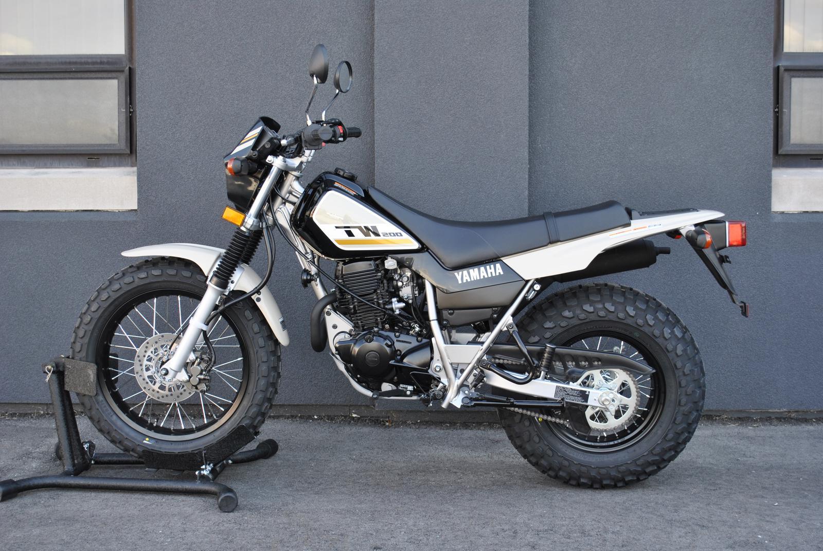 TW200K1-White-Y0834-01