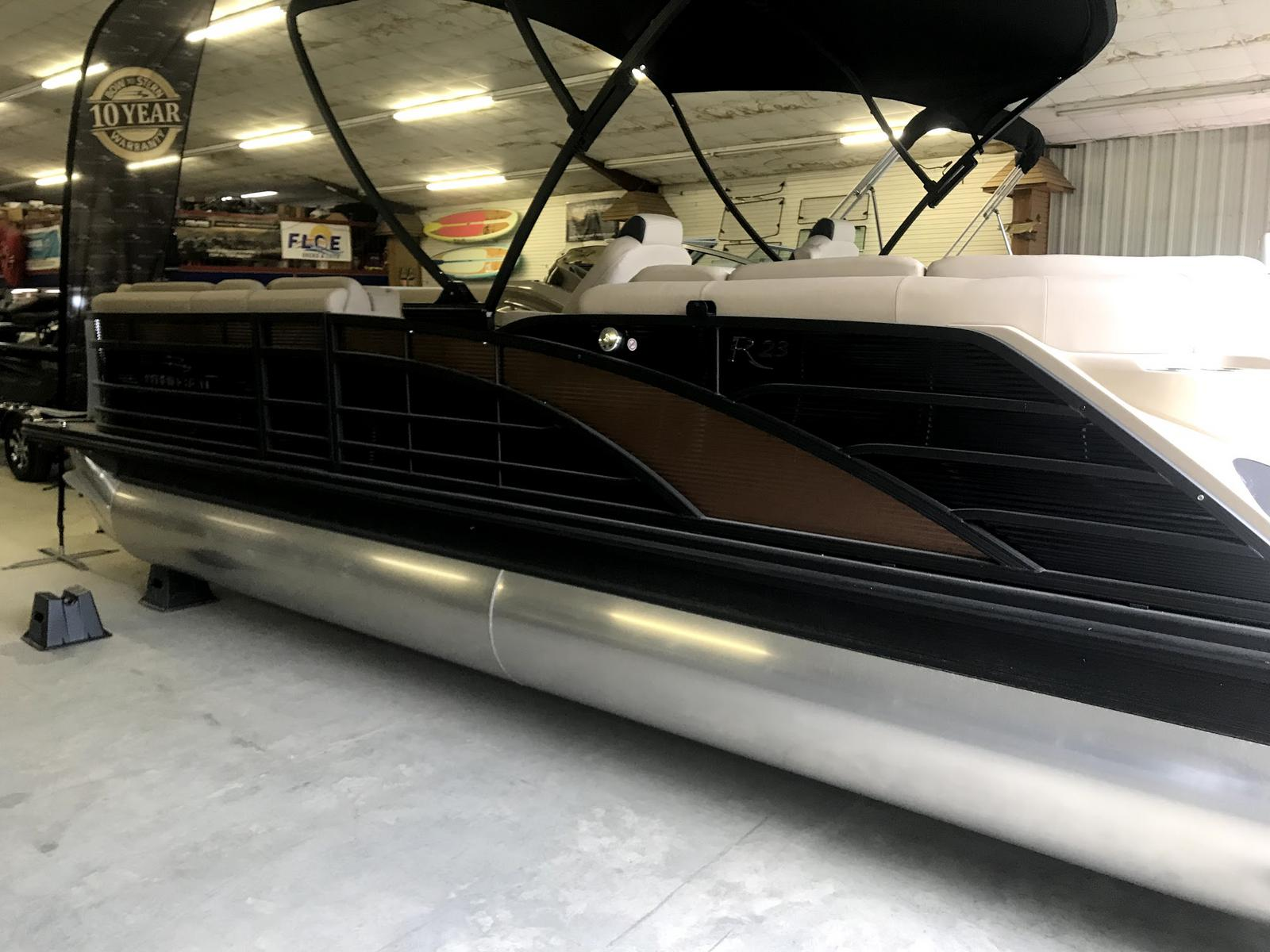 2019 Bennington LOADED 23RSFB TRI-TOON! BLACKOUT! 250HP MERC V8 DTS