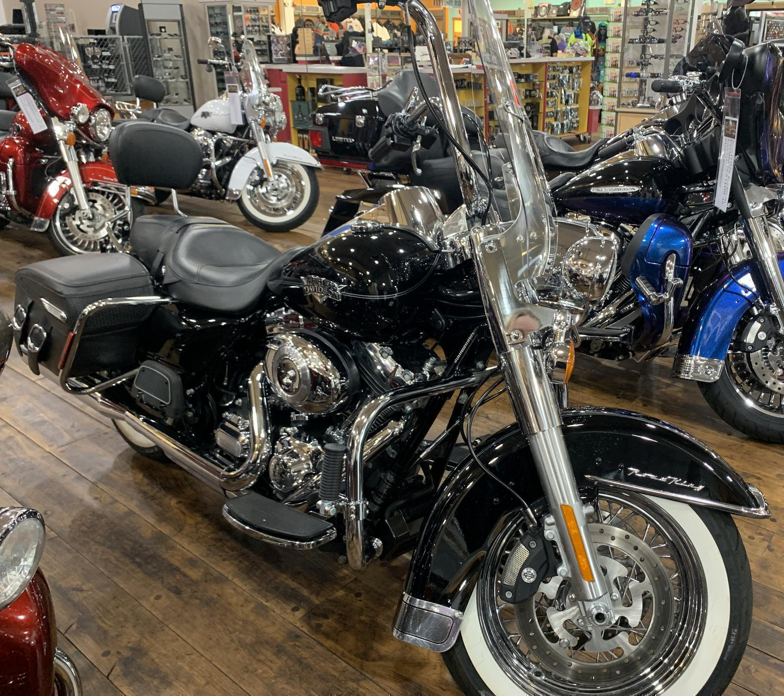 2013 Harley-Davidson® FLHRC Road King® Classic