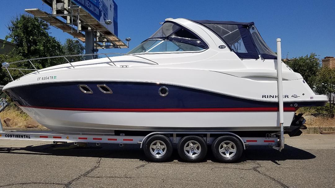 2013 Rinker Express Cruiser 310 W/Trailer