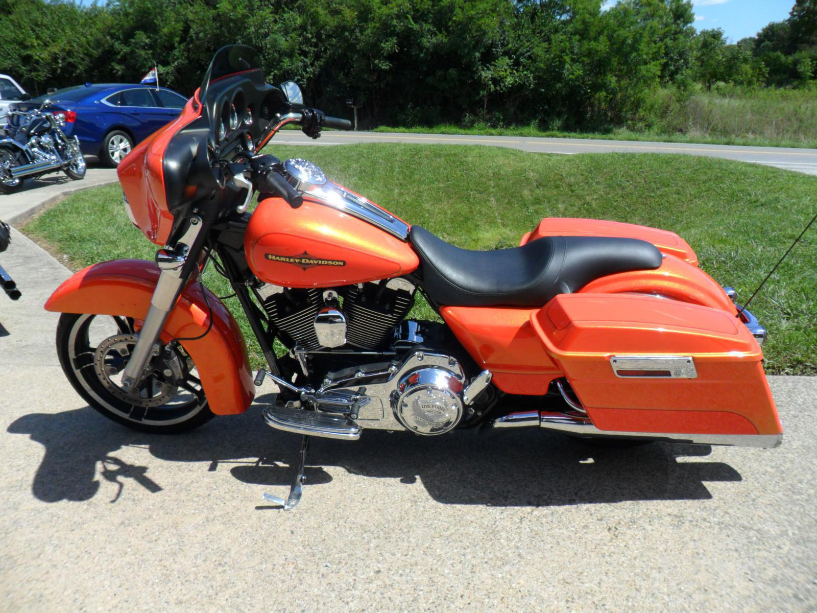 2011 Harley-Davidson® FLHX