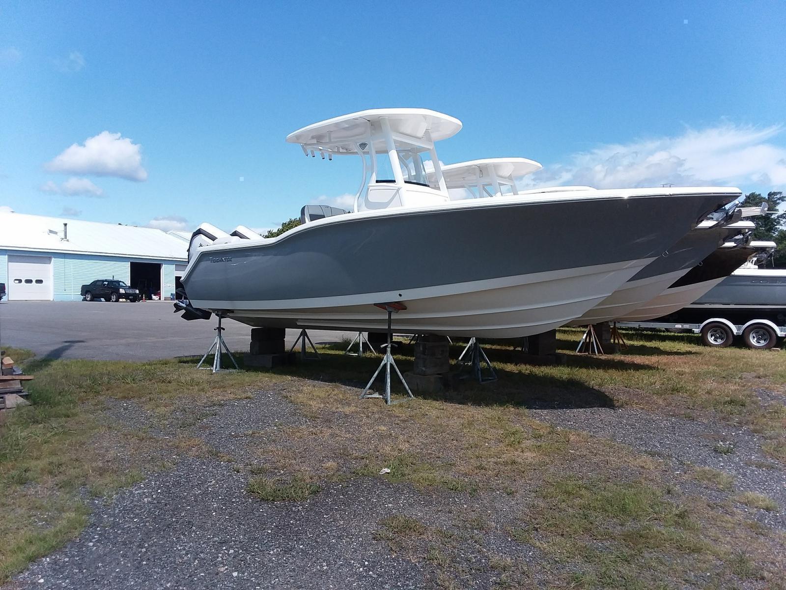 2018 Tidewater Boats 252 LXF CENTER CONSOLE