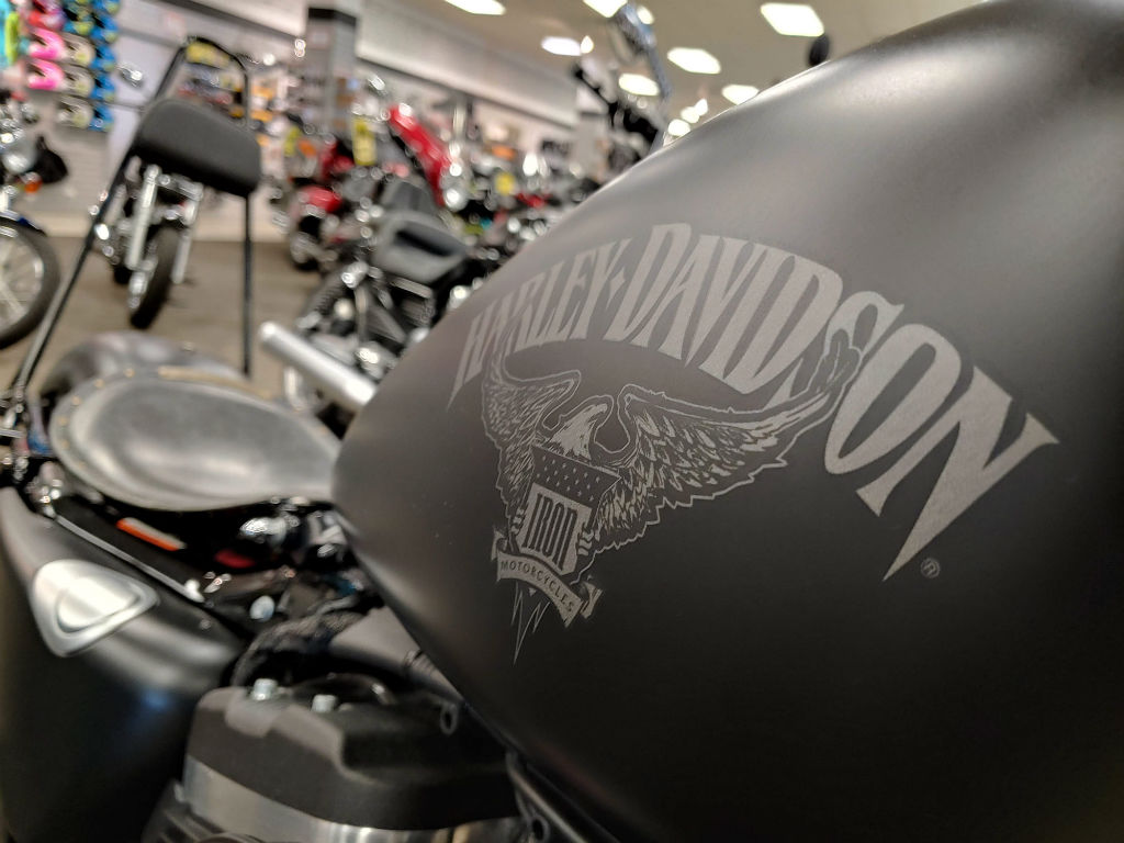 2017 Harley-Davidson® Sportster XL883N Iron 883