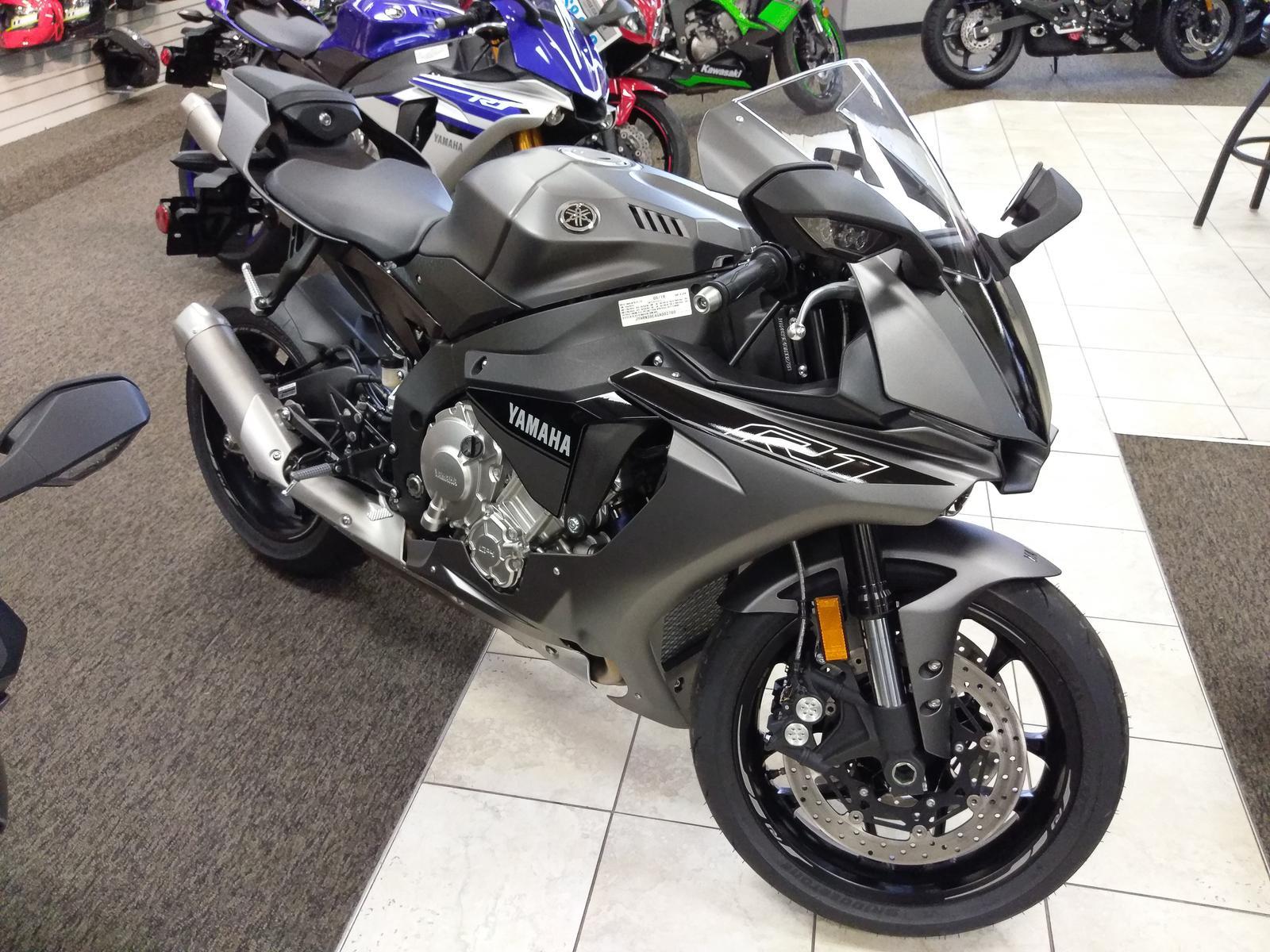 Silver Black 2016 Yamaha R1