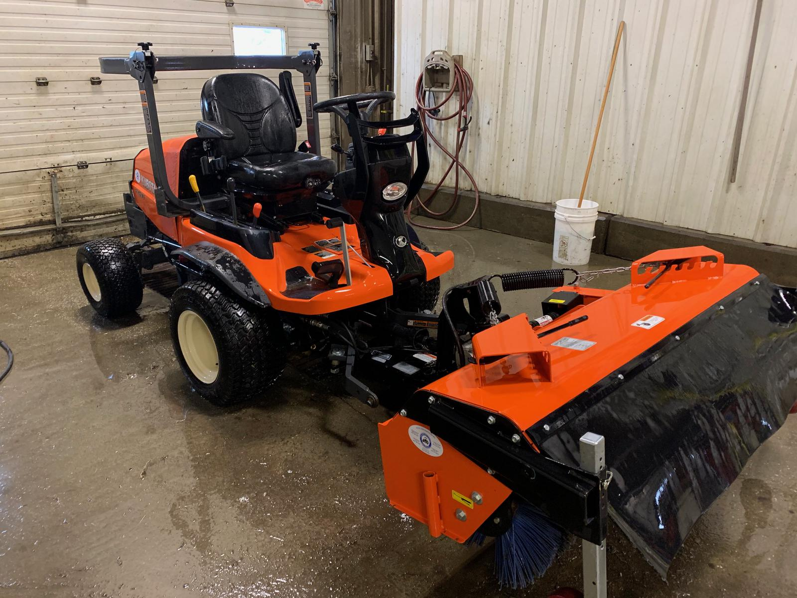 2016 Kubota F2690 4WD with 60 in  Rear Discharge Deck