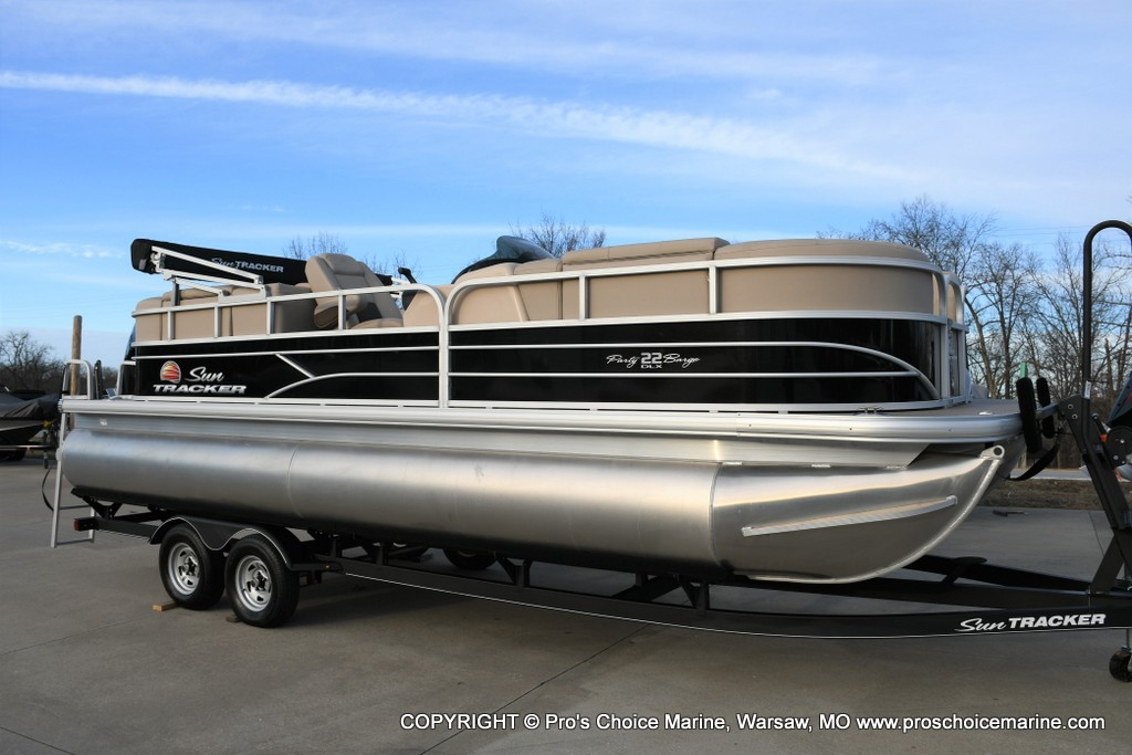 2019 Sun Tracker PARTY BARGE® 22 DLX