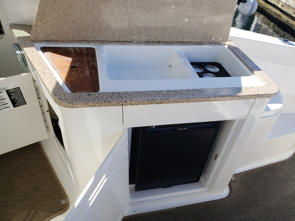 2014 Sea Ray 350 Sundancer for sale in Vancouver, BC  M & P Mercury