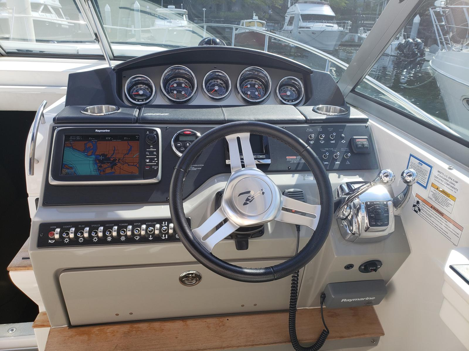 2014 Sea Ray 350 Sundancer for sale in Vancouver, BC  M & P Mercury
