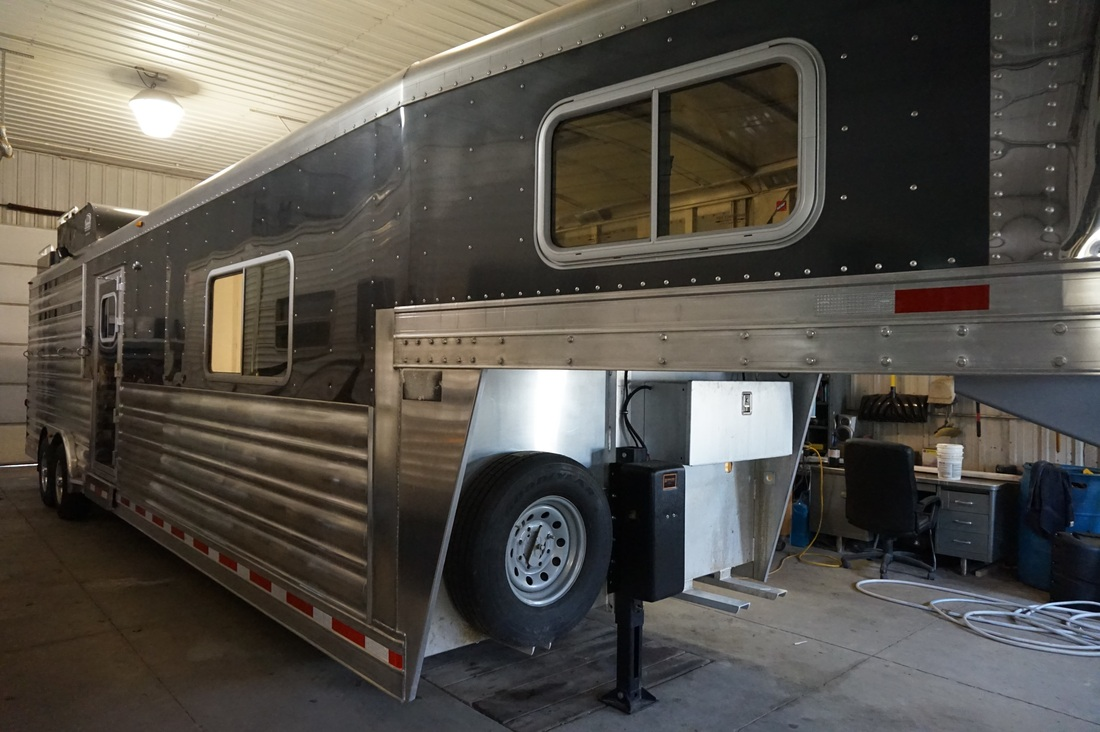 ... Horse Trailer Living Quarters. Previous. New Group 001. New Group 001