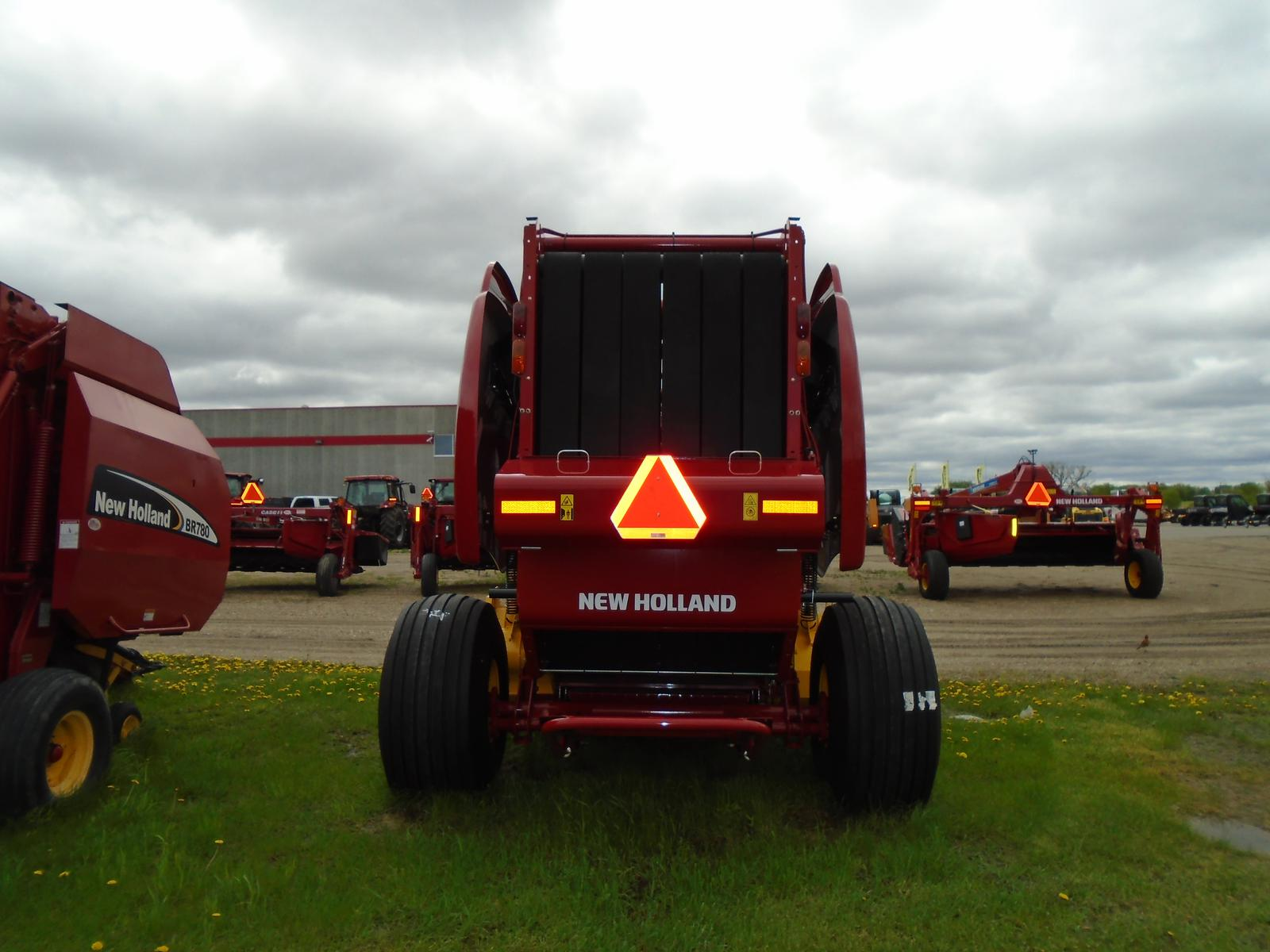 2018 New Holland Agriculture RB460 for sale in Buffalo, MN