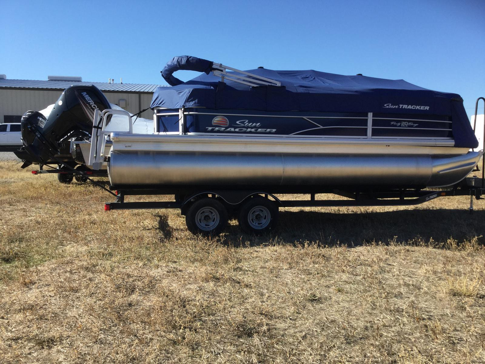 2018 Sun Tracker PARTY BARGE 20