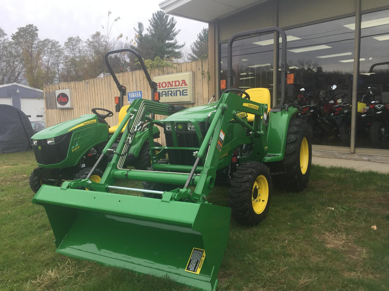 John Deere For Sale >> John Deere John Deere 3025e Tractor With Bucket
