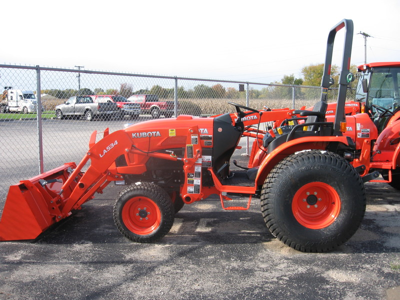 2017 Kubota B3350HSD 4WD TRACTOR W/LOADER LA534A for sale in