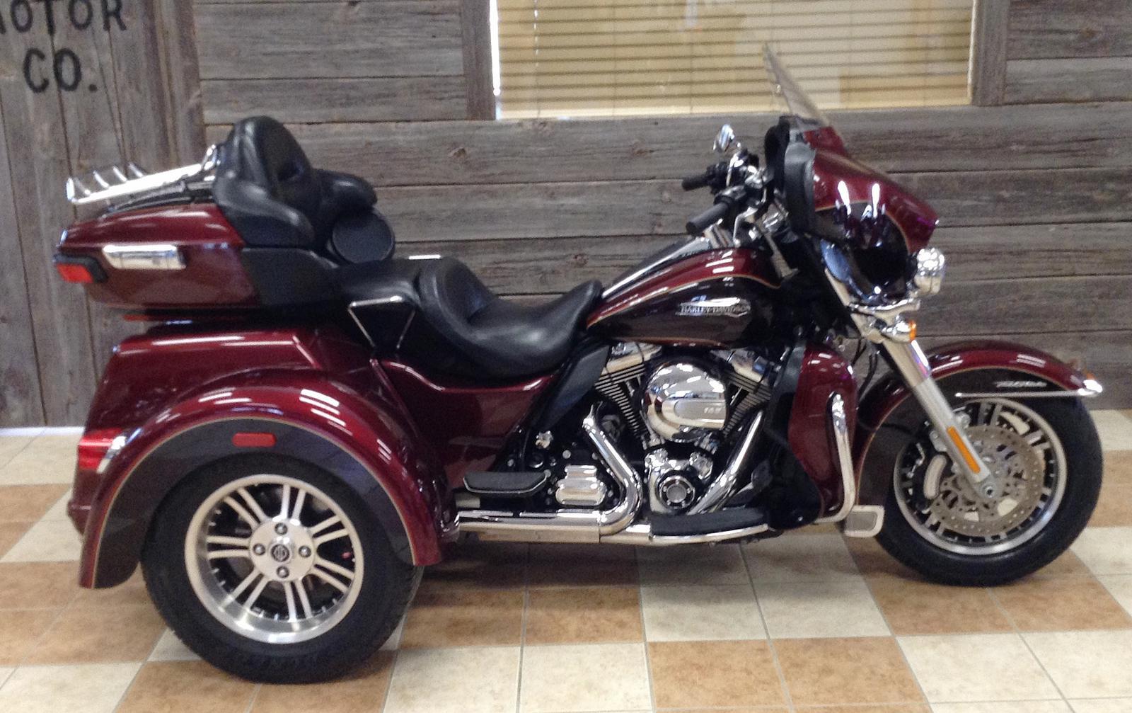 2015 Harley-Davidson® FLHTCUTG Tri Glide® Ultra - Two-Tone