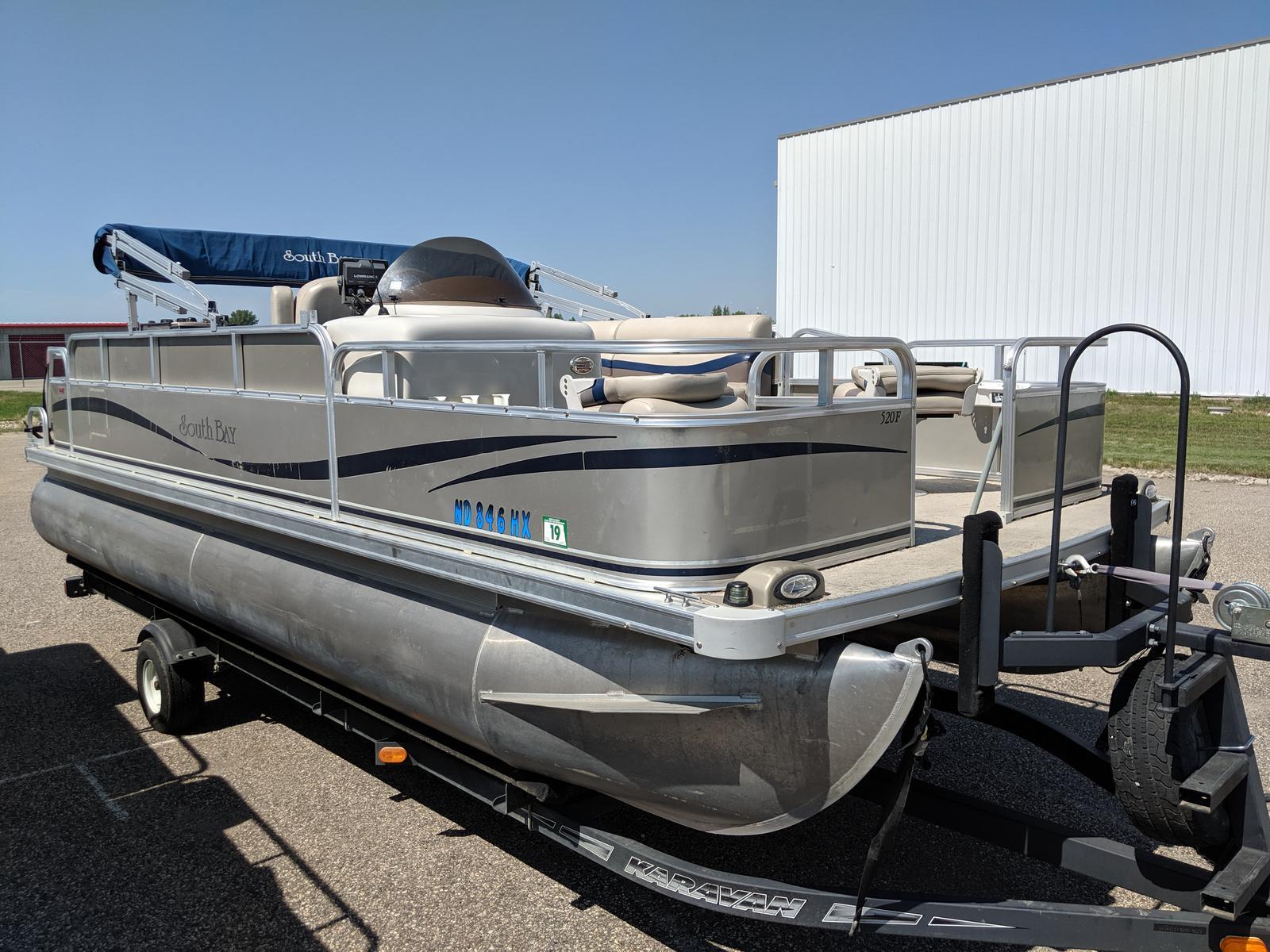 2010 South Bay 520F