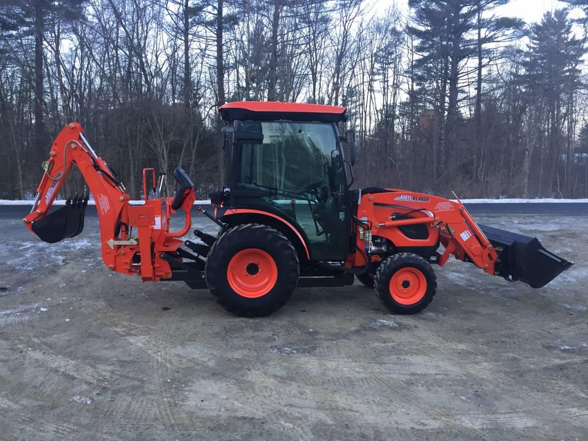 Kioti CK3510SE HST Tractor Loader w/ Factory Cab & Backhoe