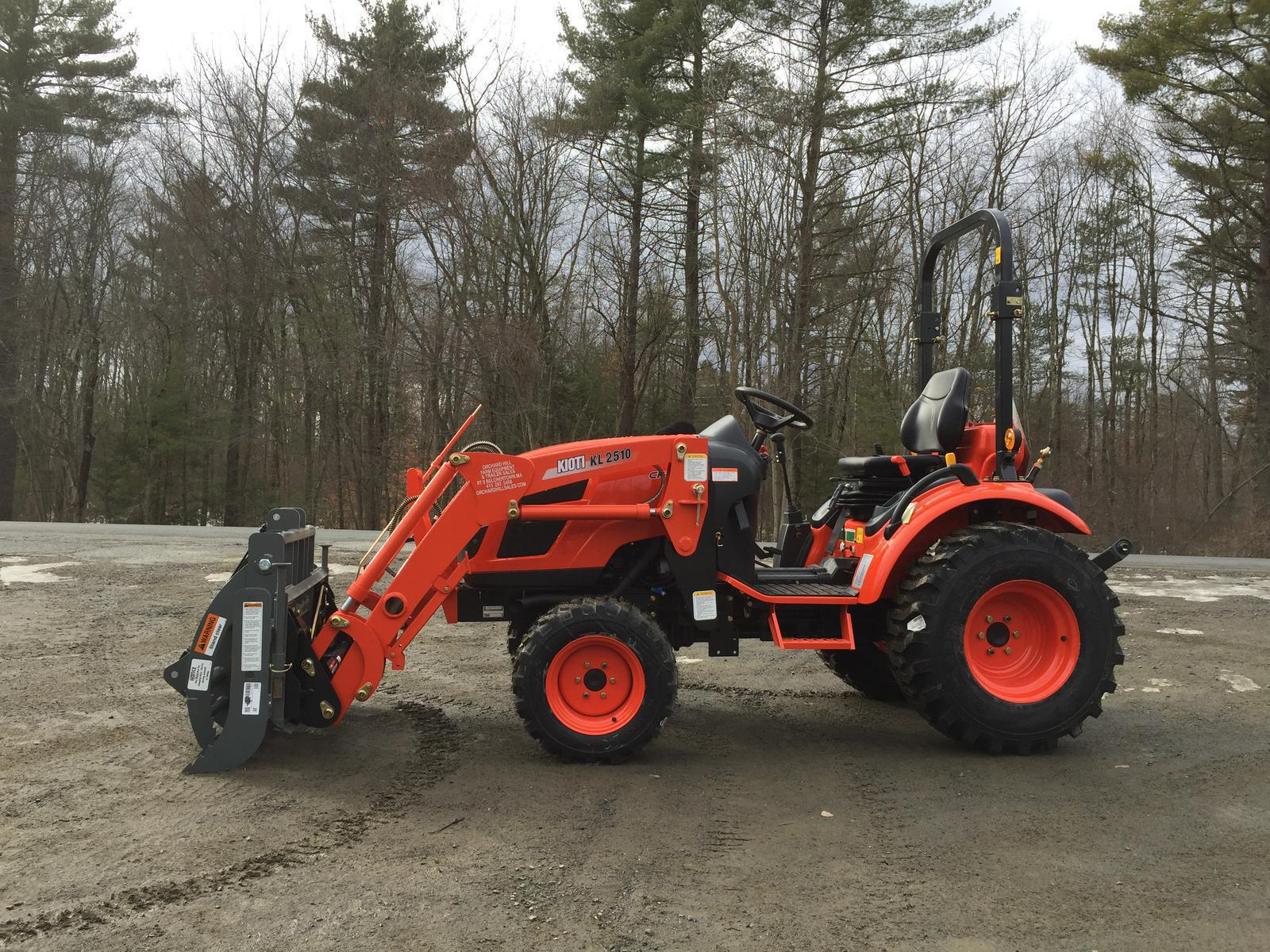 Kioti CK2510 HST Tractor w/ Loader & Grapple for sale in Belchertown