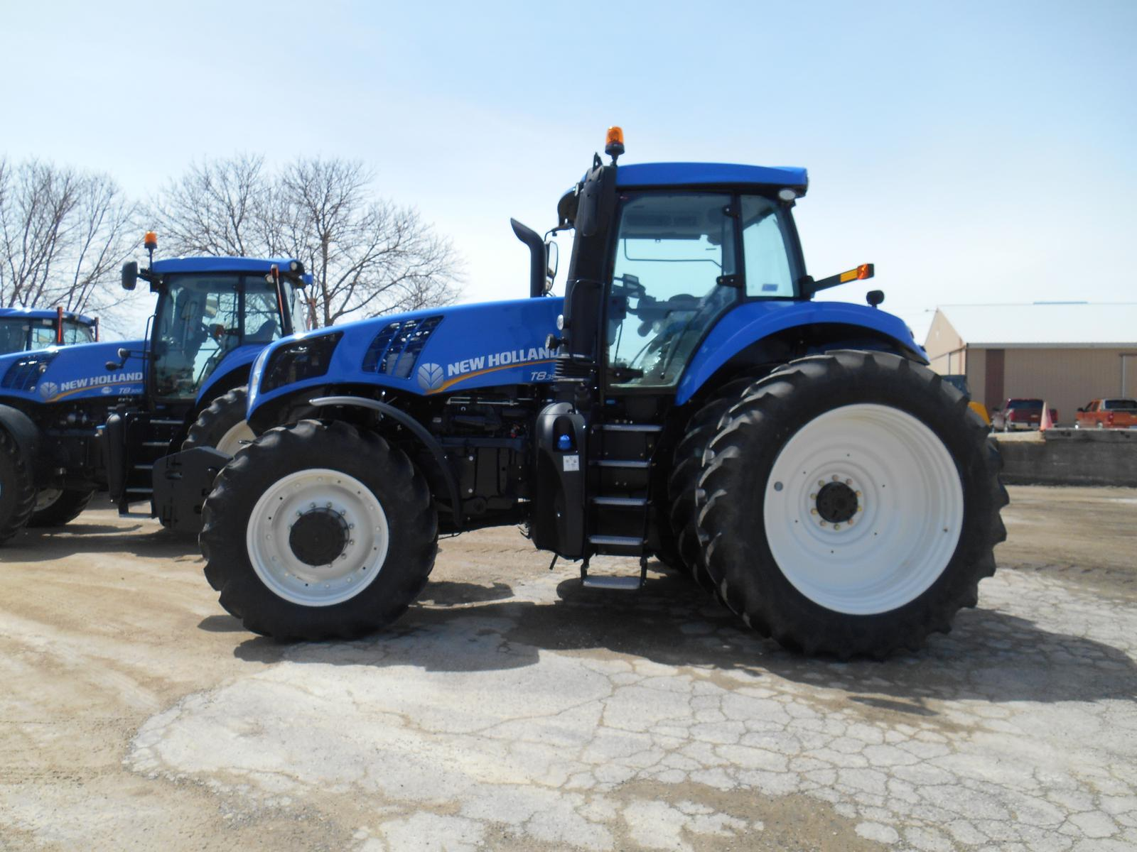 2016 New Holland Agriculture GENESIS® T8 Series – Tier 4B T8 350 for