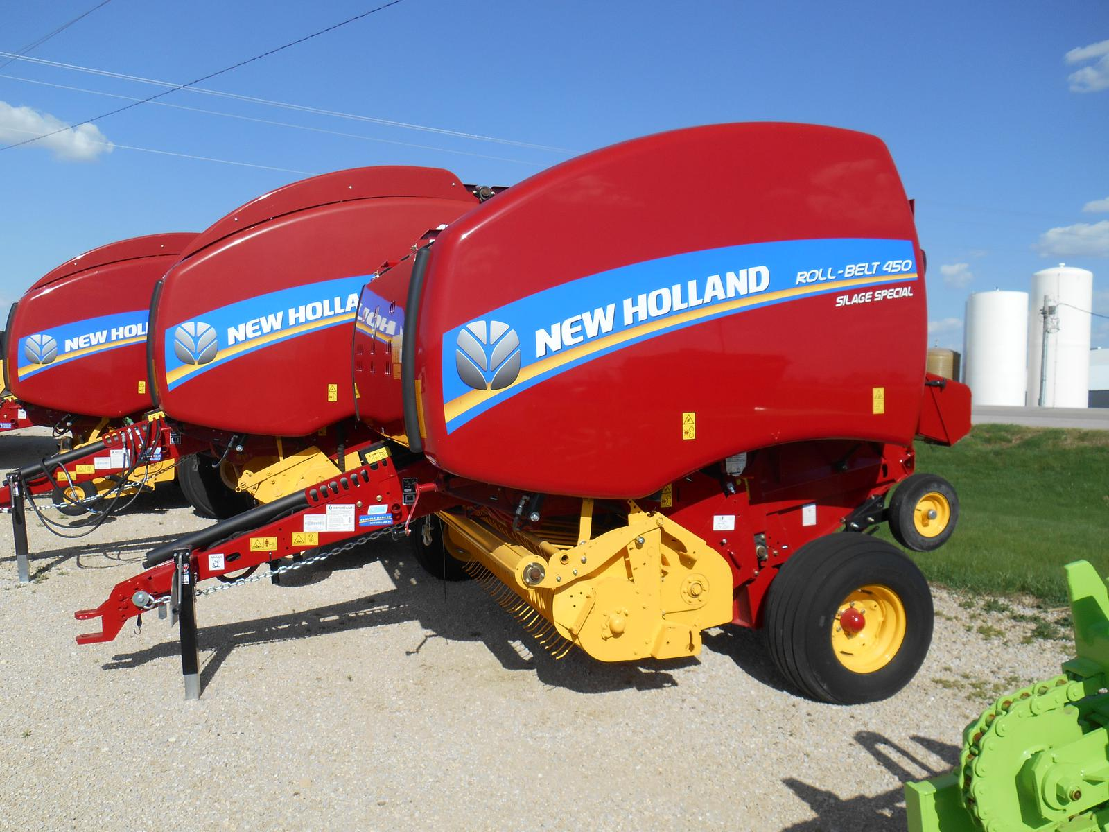 2017 New Holland Agriculture Roll-Belt™ Round Balers Roll-Belt™ 450