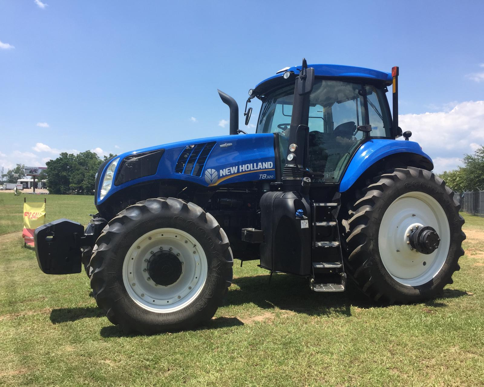 2015 New Holland Agriculture GENESIS® T8 Series – Tier 4B T8 320 for