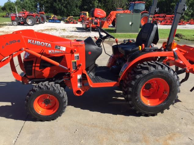 2019 Kubota B2320DT Tractor/Loader/box blade Package Deal