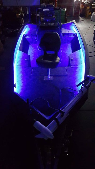 Perfect Boat: Xpress H20 Bay In Xpress Camo LED Lights: Bay Blue LEDs On The  Interior Gunnels, ...