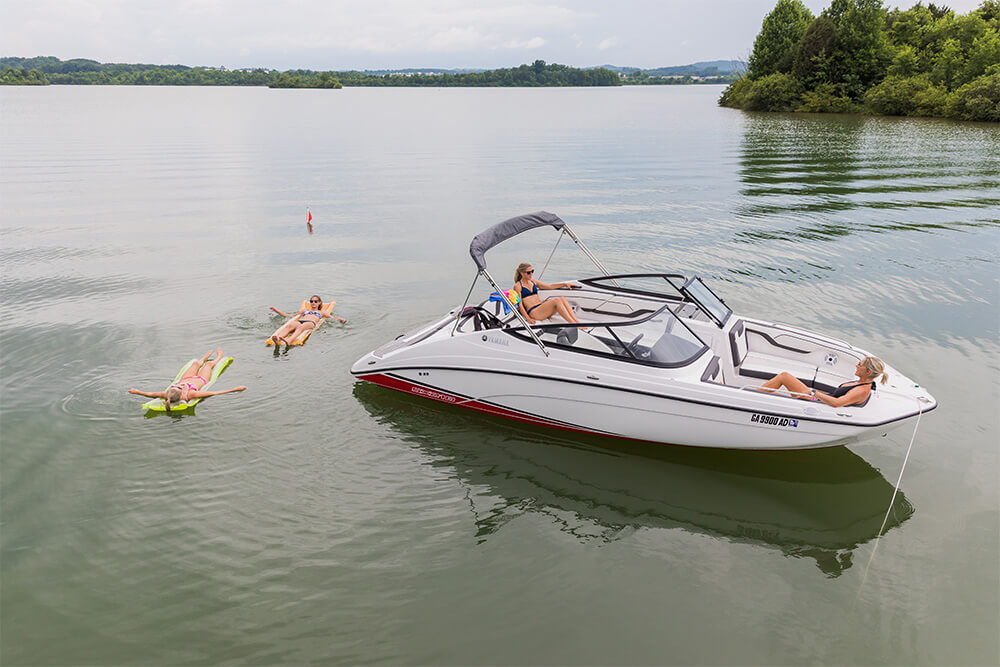 - Bimini top- Hinged storage compartments- Yamaha twin TR-1 HO engines - Swim platform- Snap in
