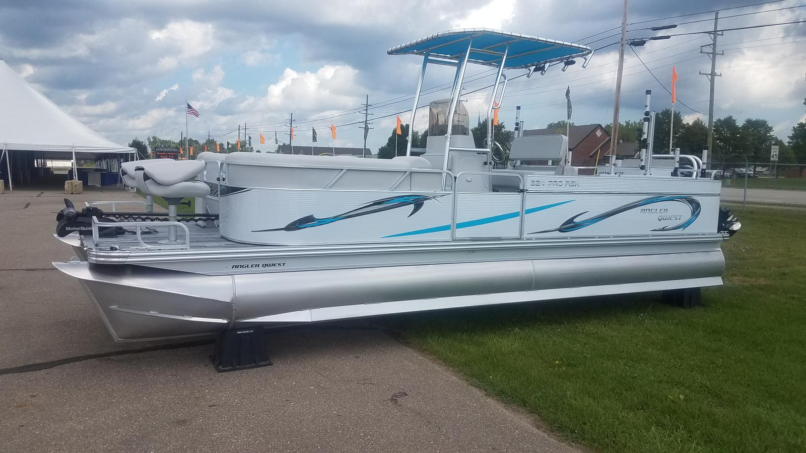 2019 ANGLER QWEST 824 PRO FISH N CRUISE DELUXE
