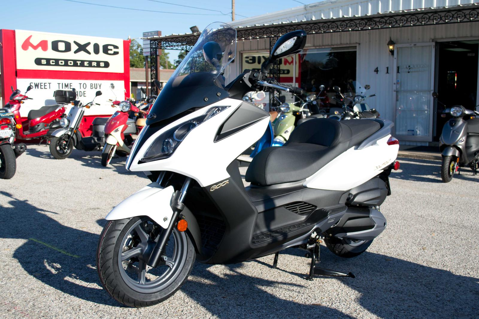 2017 kymco downtown 300i matte white for sale in colleyville, tx