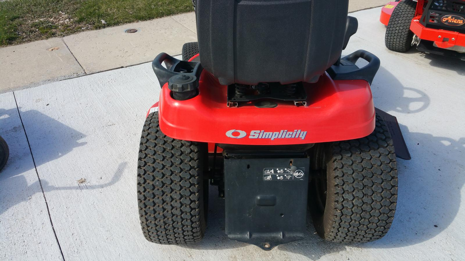 2008 Simplicity Conquest 23 hp Briggs & Stratton with 50