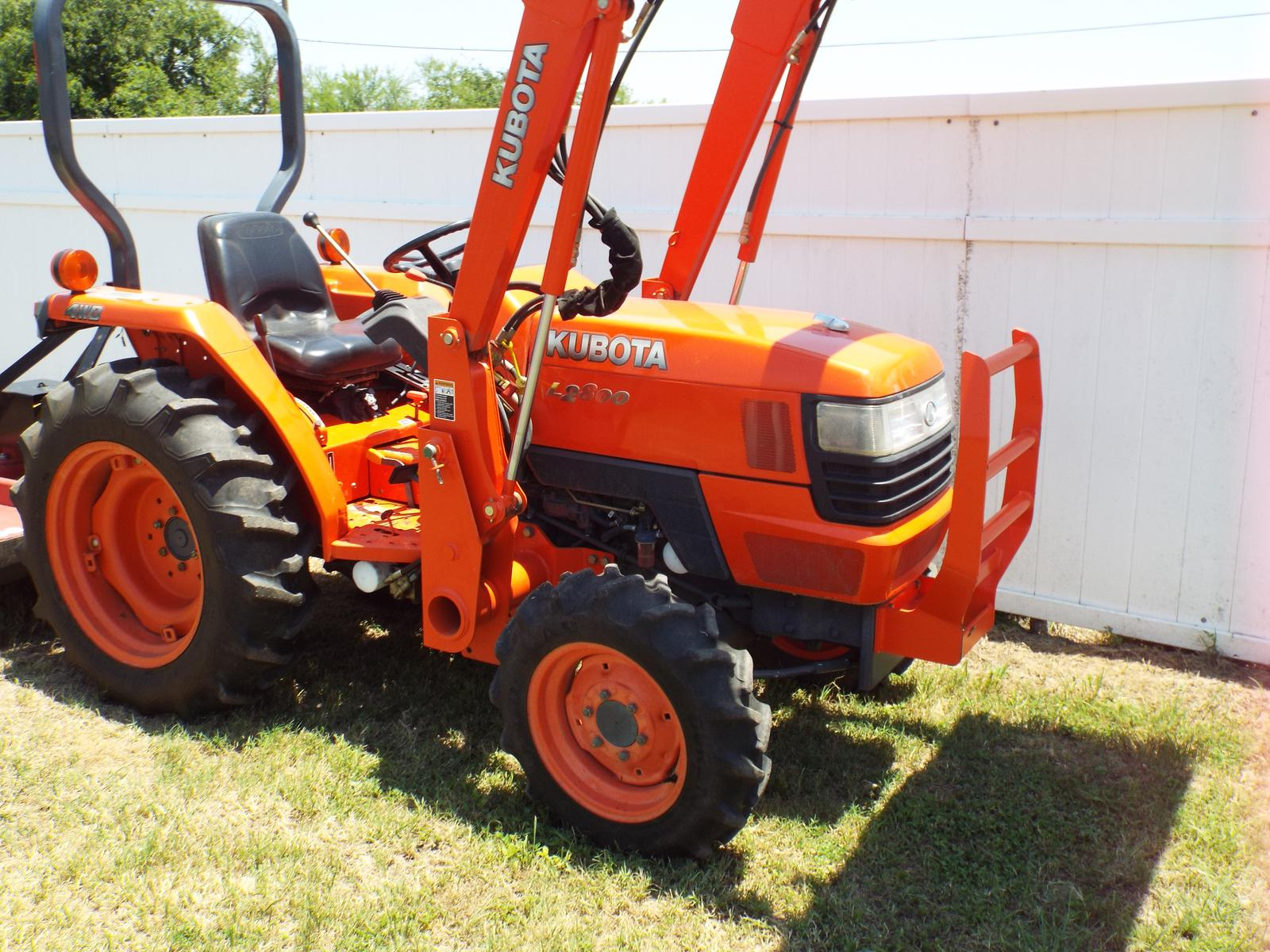 Kubota L2800DT Tractor - LA463FL Loader