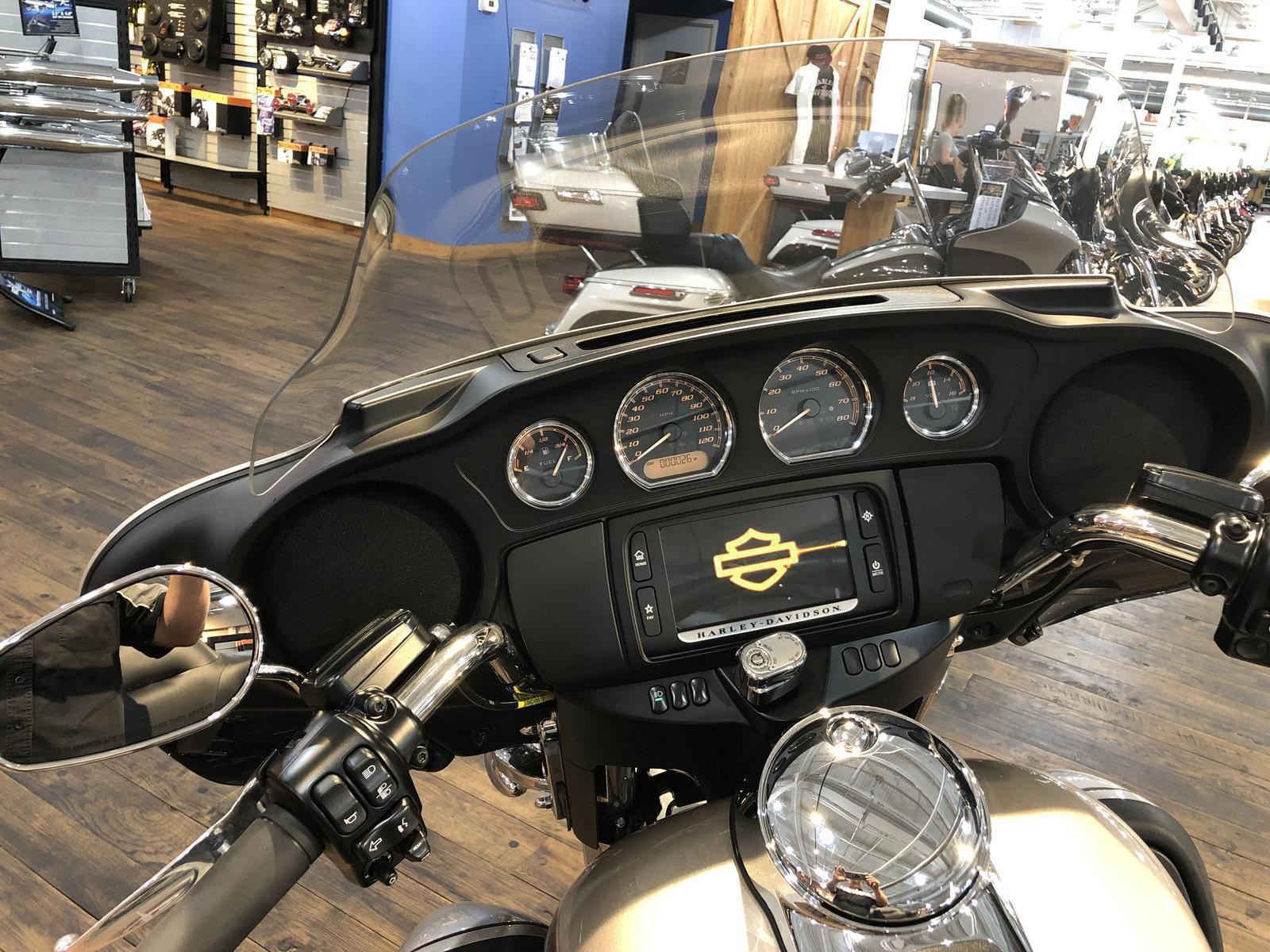 2018 Harley-Davidson® ELECTRA GLIDE ULTRA CLASSIC SILVER