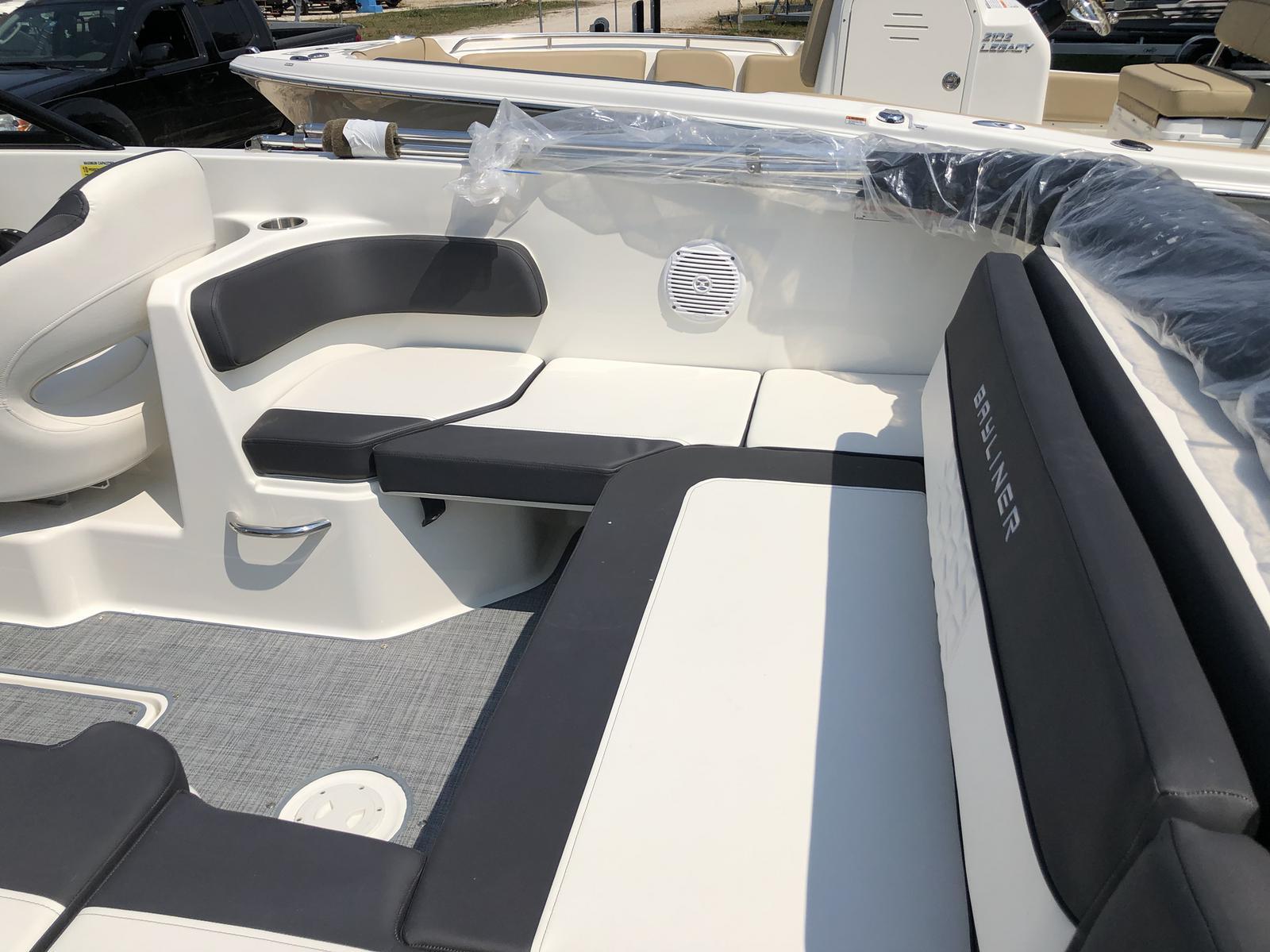 2019 Bayliner VR6 Bowrider