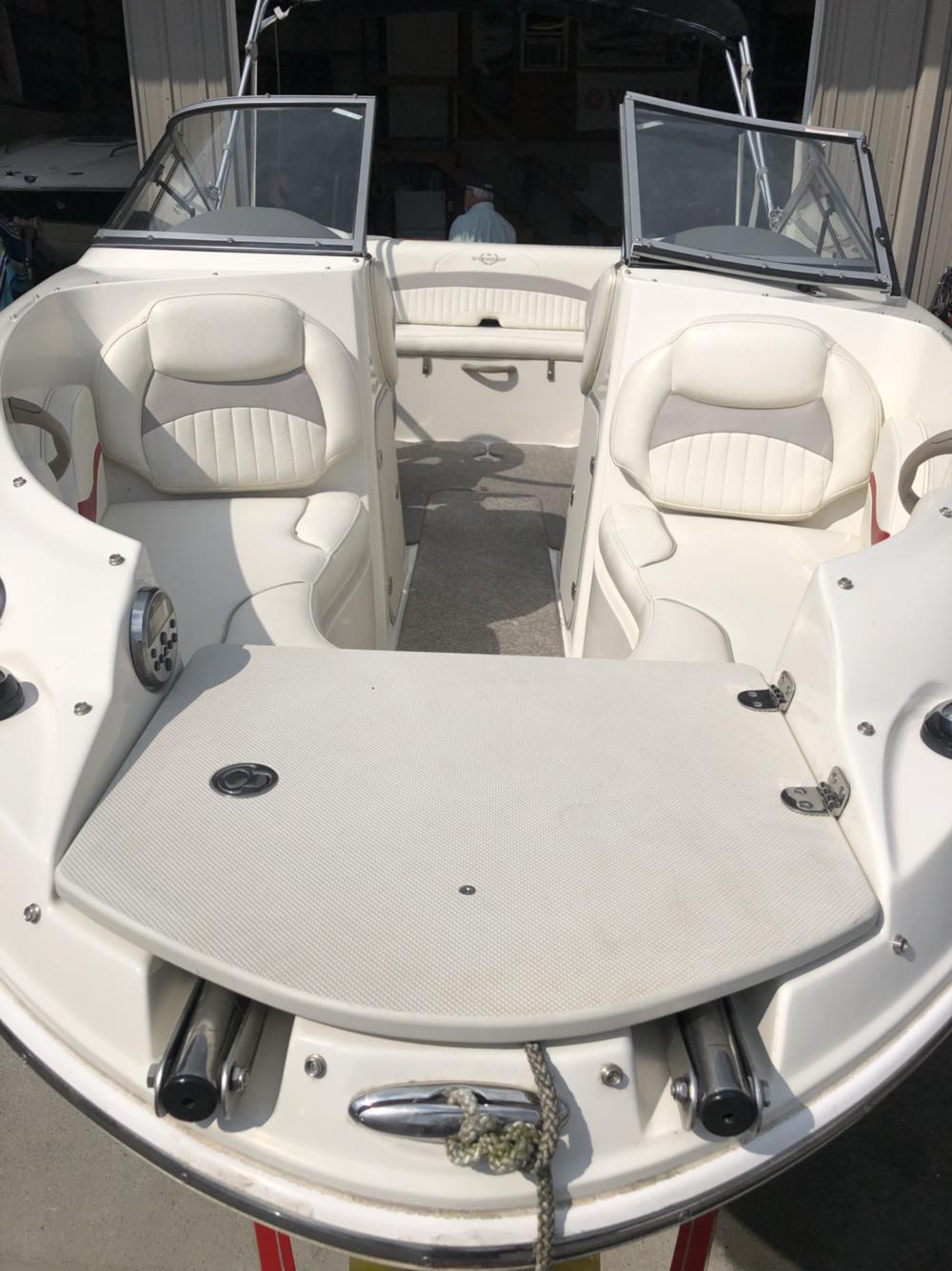 2012 Stingray Boats 208LR